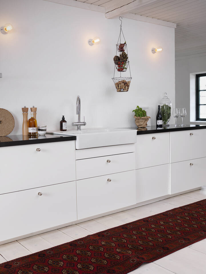 Red runner bokhara / yamut -  Carpet in a kitchen.