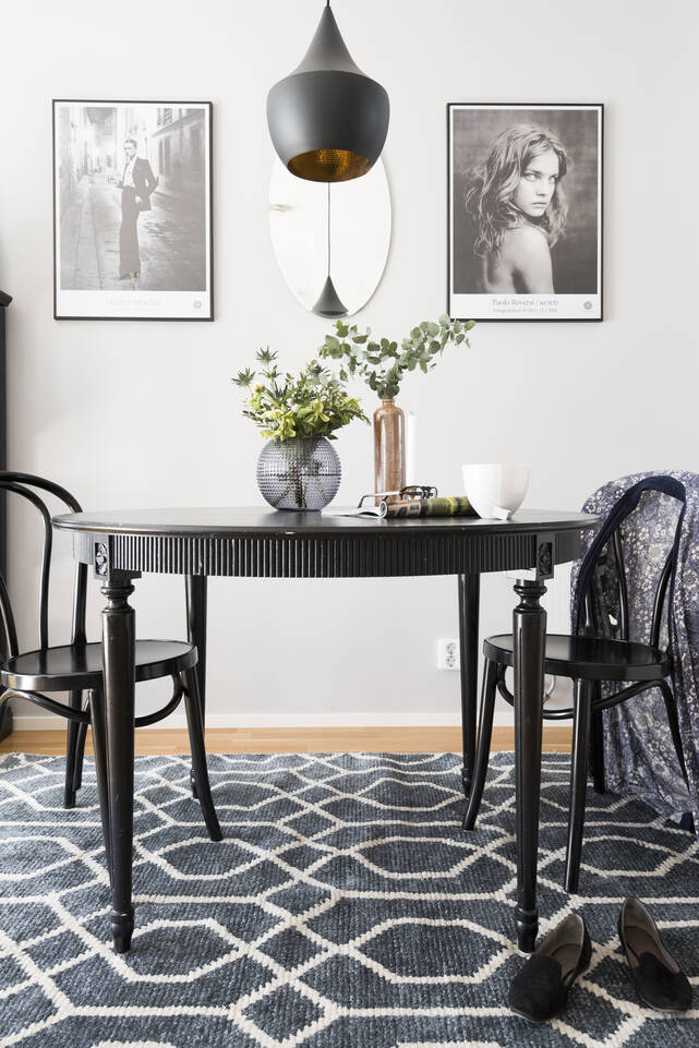 Black / grey  bamboo silk handloom -  Carpet in a dining area.