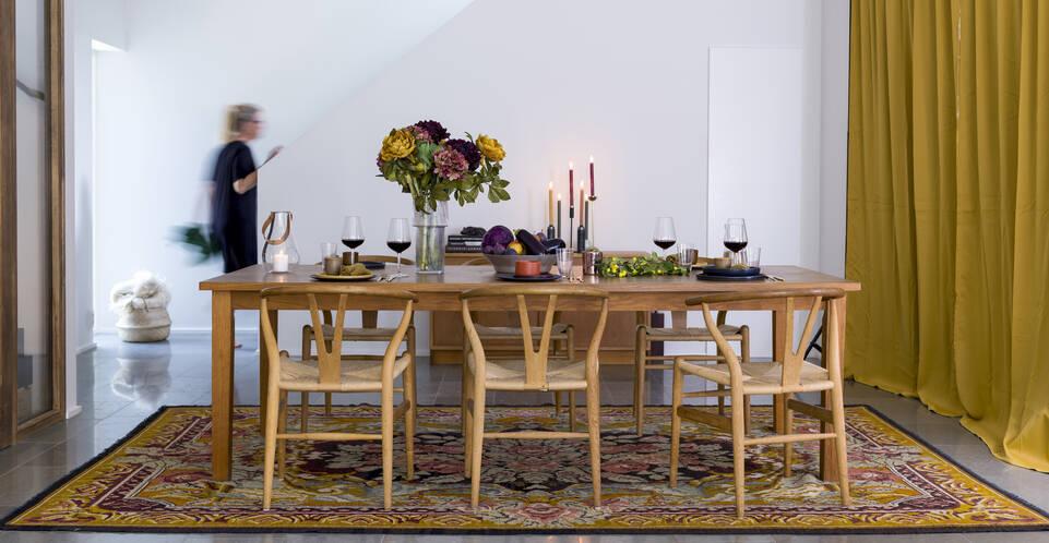 Brown / yellow  rose kelim moldavia -  Carpet in a dining area.