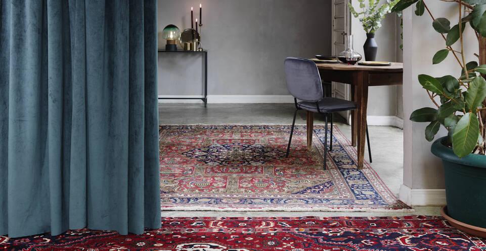 Black / grey  kashmar -  Carpet in a hallway.