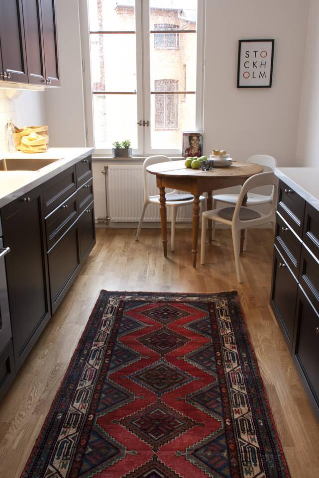 Red  hamadan -  Carpet in a kitchen.